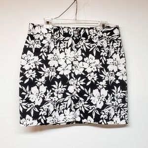 🛑🛑Chaps Black & White floral pencil skirt